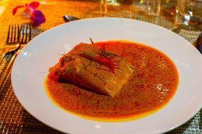 Enkel och fantastiskt god thailändsk gryta som jag lärde mig på en matlagningskurs av den thailändska stjärnkocken Ian Kittichai. Jag fick en inbjudan till kursen av Thailändska turistbyrån Tourism Authority of Thailand. Det var riktigt kul och lärorikt, jag lärde mig laga goda thailändska maträtter. Jag kommer att dela med mig recept på allt, först ut kommer recept på chu chee fisk. Enkel och smakrik gryta som du slänger ihop på nolltid med fåingredienser. 2 portioner 300 g laxfilé (vit…