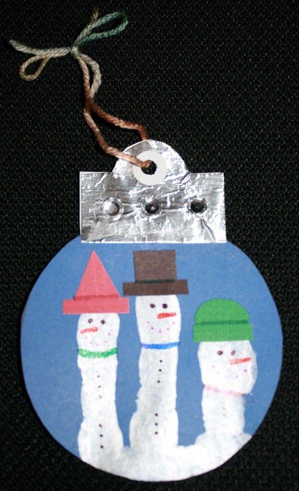 Love this Christmas family fingerprint ornament for kids  #Family #Fingerprint #Ornament  www.loveitsomuch.com