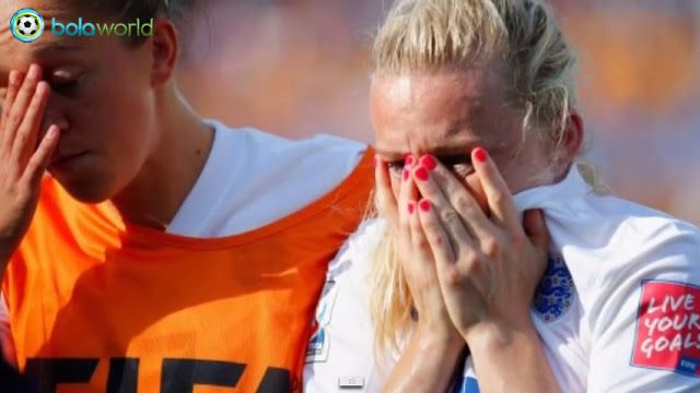 Tragis: Harapan Tim Inggris Melaju ke Final Pupus Karena Gol Bunuh Diri Laura Bassett - Bola World - Game Online Bola - Mimpi Inggris untuk melaju di laga Final FIFA Women's World Cup pupus dengan gol bunuh diri Laura Bassett di injury time. Berikut kumpulan gambar kronologisnya:
