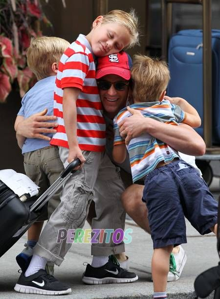 Just when you thought Matt Bomer and his two sons couldn´t get any cuter... ...THEY TOTALLY GOT CUTER!!! We´ve seen a lot of adorable pictures in our time, but this one takes the cake....
