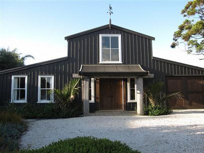This setting would be a great place to stay in preparation for a Waiheke wedding or for business meetings.