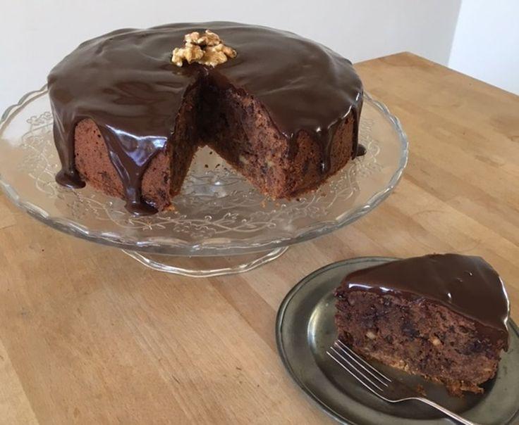 """Hadewych: """"Niet te weerstaan voor echte chocoliefhebbers"""". Zij maakt een heerlijke sticky taart met zelfgemaakte chocolade ganache. Makkelijker te maken dan je denkt!"""