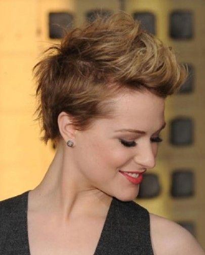 Love this hair, wish I could pull this styling off.