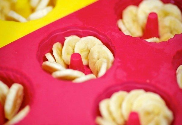 Фото к рецепту: Желе из белого вина с бананами.