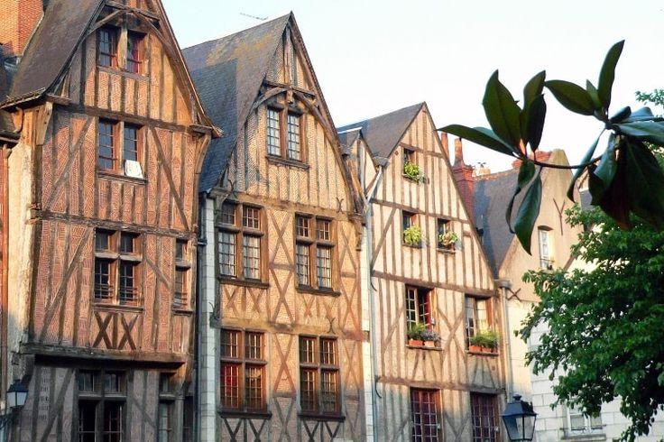 Place Plumereau à Tours : Touraine, entre vignobles et châteaux - Linternaute