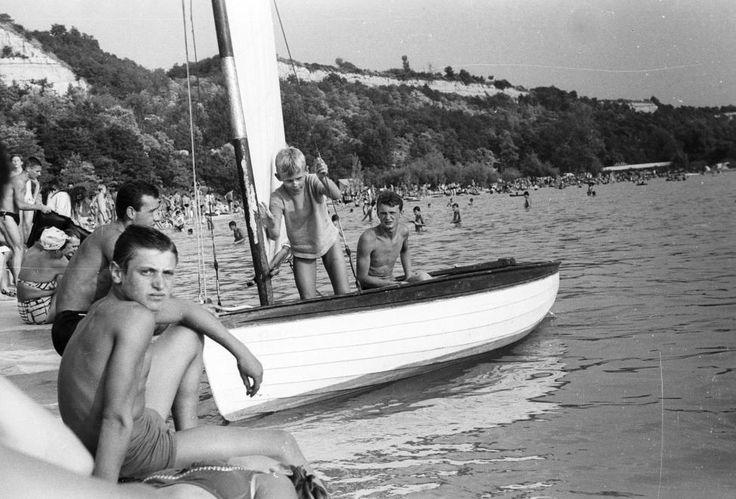1966 Balatonakarattya, Magaspart, Strand, Vitorláshajó, fotó © Lencse Zoltán