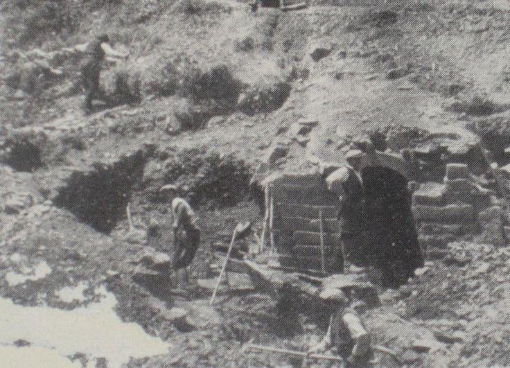 Il monumento fu scavato da un giovane archeologo di Orune, Gian Godeval Davoli, allievo del Lilliu, e un gruppo di improvvisati operai ai quali l'allora sindaco Margherita Sanna (tra l'altro prima sindachessa donna d'Italia) affidò anche l'incarico di aprire una via d'accesso al sito.