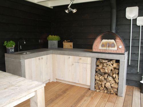 Stoere buitenkeuken en bar voor buiten in eiken met beton gerealiseerd door VRI interieur