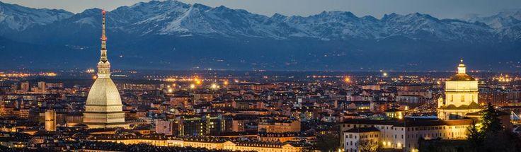 Capodanno a Torino, cosa fare  Nel capoluogo piemontese, il tradizionale concerto del 31 dicembre è all'insegna delle bande musicali dirette da Vinicio Capossela. Ma sono vari gli eventi in dimore storiche e discoteche della città