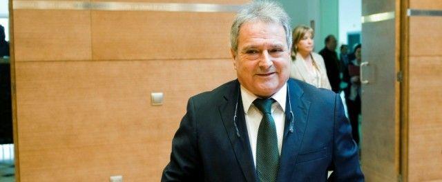 Alfonso Rus: de cobrar de cuatro instituciones a ser detenido por la Guardia Civil En 2013 tuvo ingresos netos de 73.359 euros de la diputación, un ayuntamiento, las Cortes Valencianas y el PP