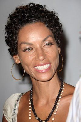 Nicole Murphy Divorce Settlement and Money Issues Nicole Murphy received a $15 million one time payment from Eddie Murphy as part of their divorce settlement 2006.