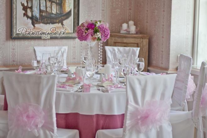 dekoracje ślubne, dekoracja sali weselnej, dekoracje stołów, hortensje, róże, pokrowce na krzesła, kokardy z organzy