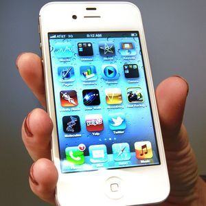Should 911 calls still be allowed from suspended cellphones?