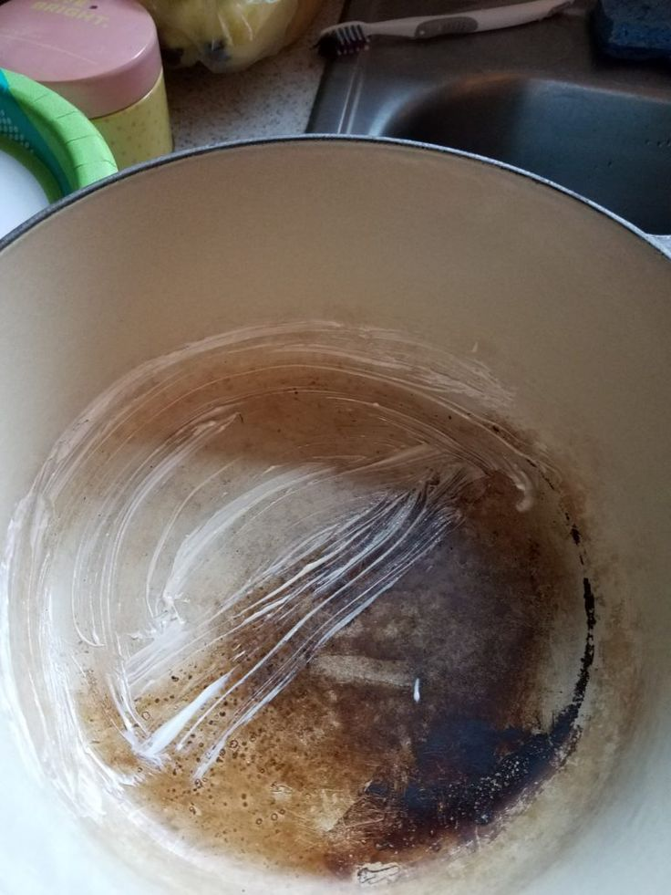 how to clean le creuset skillet