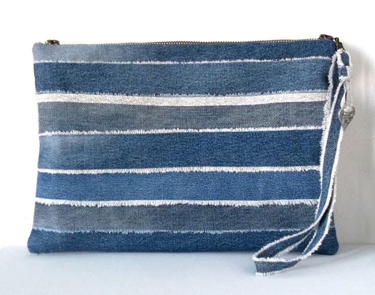 pochette en jean recyclé , collection DENIM : bayadère , pièce unique : Trousses par yza-dora