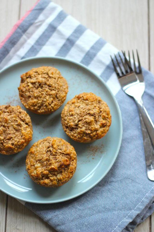 Na het succes (op Lekker en Simpel en hier thuis) van gezonde muffins met banaan en blauwe bessen hebben we een nieuwe variant bedacht. Deze gezonde muffins bevatten wat meer banaan, walnoten en kanee