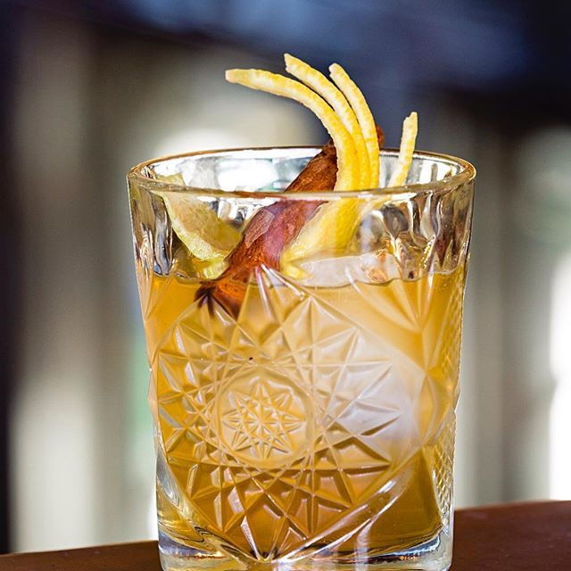 Cocktails make the world go round. Our Old Man Wu is made of Woodford Reserve  Bourbon, bökers Bitters and chinese five spices. Come on down to the bar for something a little spicy tonight! #chinadiner #woodfordreserve #fivespice #cocktails #sydneyrestaurant #sydneyfood #sydneyfoodshare #sydneyfoodie #sydneycocktails #sydneybar #bondibar #bonditime #bondibeach #bondilife #bondiliving #bondiislife
