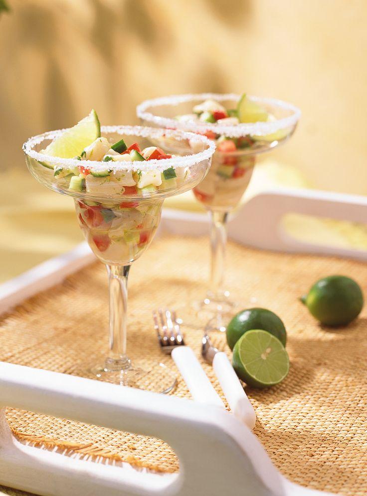 Recette de Ricardo de Ceviche margarita. Ces amuses-gueules servis dans des verres à margarita sont bons pour la santé et idéaux pour les grandes occasions.