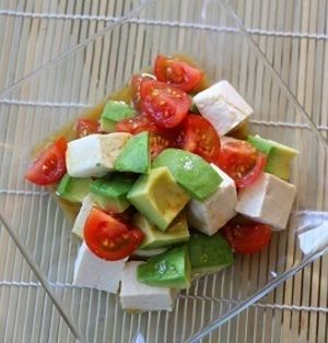 豆腐とアボカドとトマトの和風サラダ