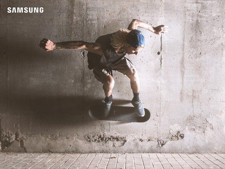 Aquela manobra de skate pode não sair tão facilmente. #DesafieBarreiras e continue tentando, que você chega lá.  #PraCegoVer Um menino andando de skate. Ele está usando um Gear S3 no pulso.