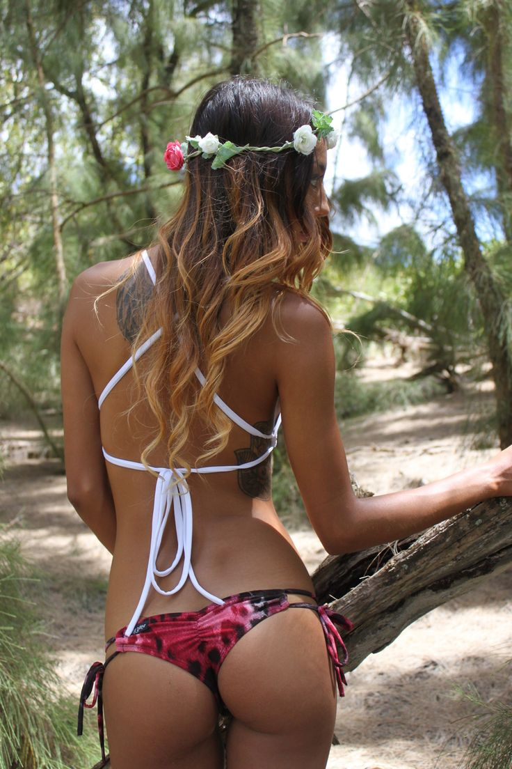 Love the back in this bikini top for surfing!!