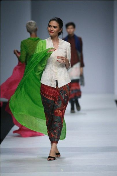 16 best Traditional Modern Casual images on Pinterest  Batik fashion, Batik dress and Blouse batik