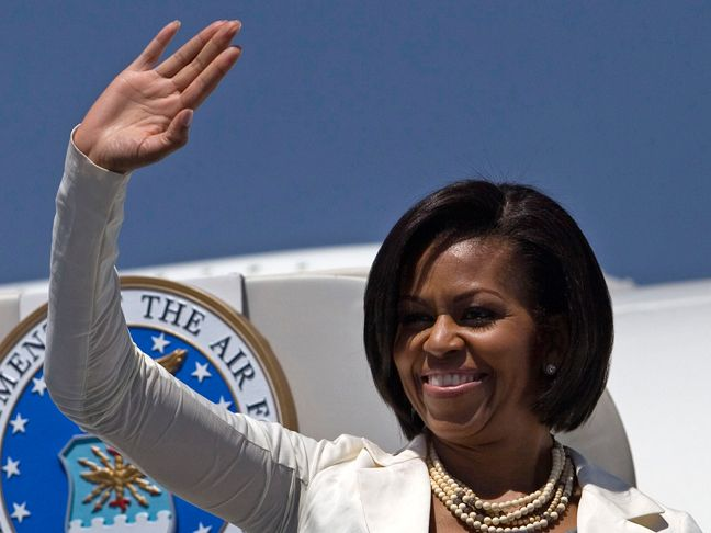 First Lady Takes Her Mother & Daughters to China - But American Press is Shut Off from Visit