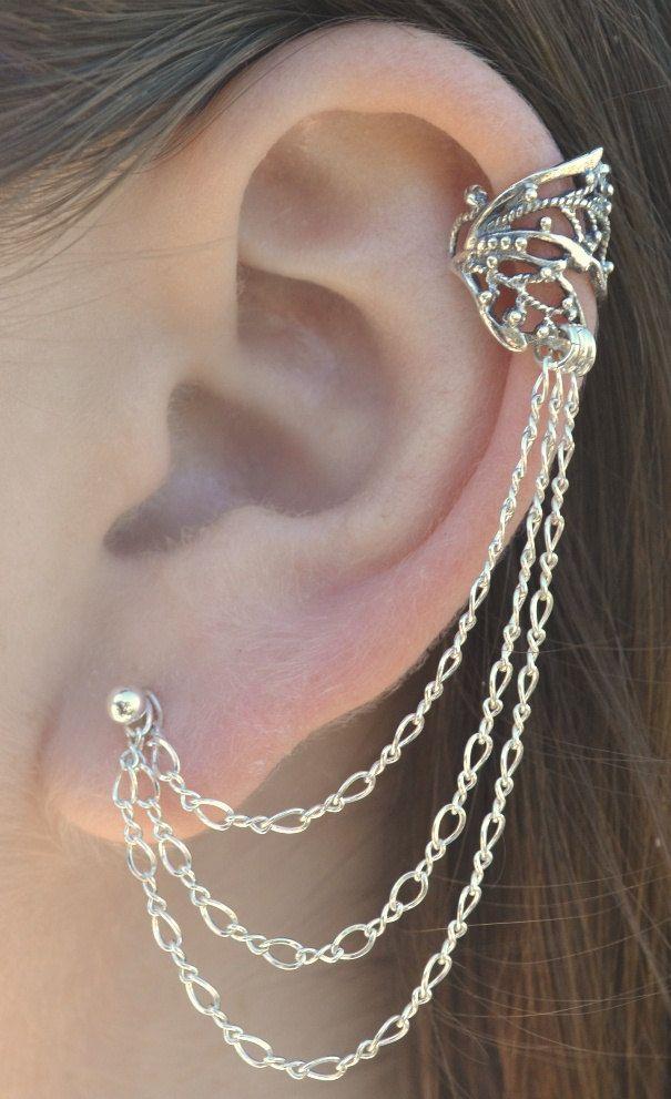 Ear cuff com correntes em tom claro