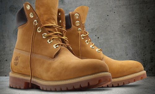 The Timberland Company è una azienda statunitense di abbigliamento prevalentemente impegnata nella produzione di calzature. Le scarpe Timberland sono famose per il loro uso nel trekking e nell'abbigliamento casual. Timberland disegna, progetta, commercializza, distribuisce e vende calzature, abbigliamento e accessori di prima qualità per uomo, donna e bambino, nonché una linea di calzature e abbigliamento professionali con marchio Timberland PRO®.