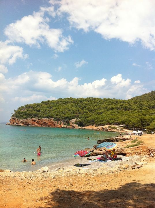 The picturesque beach of Dragonera, surrounded by mountains and pine trees is a hit with locals and tourists alike. On the road between Milos and Limenaria, it has a tavern and plenty of sunbeds. Filled with relaxing music all day, it is a pleasure to sunbathe or swim here.