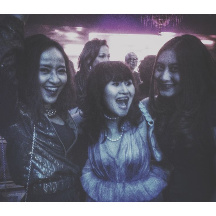 with my multi talented aunty, Dewi Rae & my cousin, Raetasya she's a singer & an artist