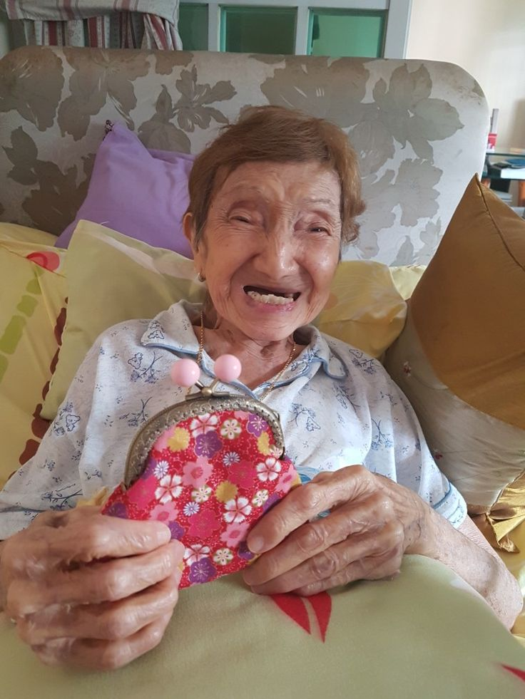 Made a pretty purse for my mum...look at her smile....she just loves it