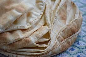 σπιτικές αραβικές πίτες με αλεύρι νερό και λάδι