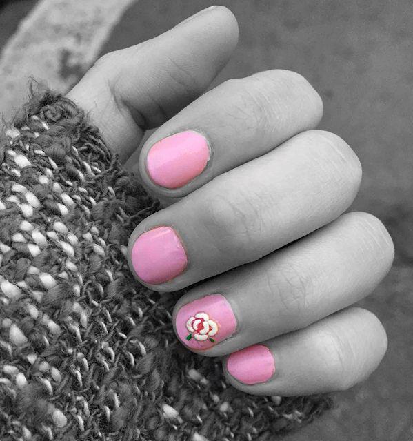 Amor por las uñas rosadas