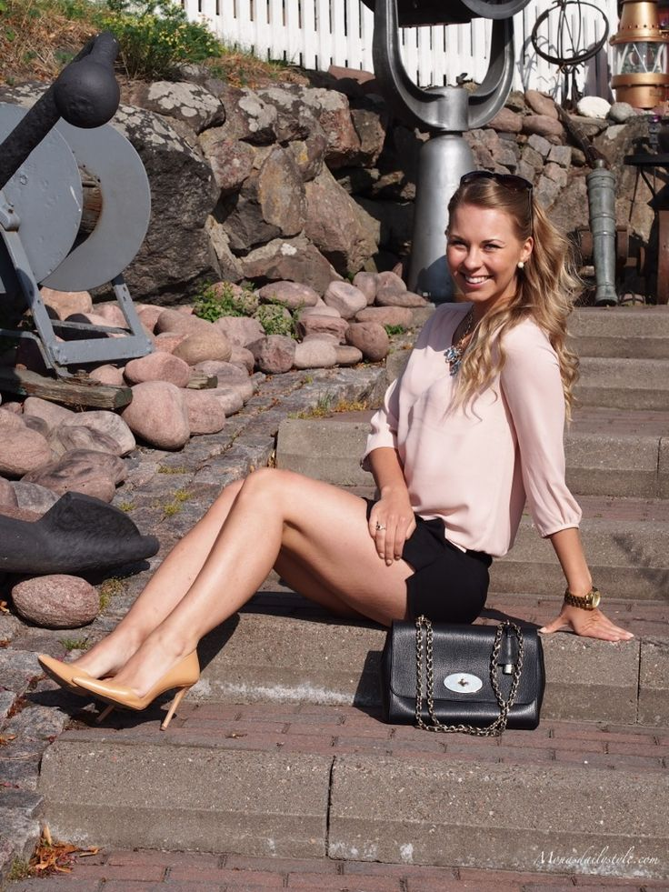 nude shoes + black shorts with Mulberry Lily