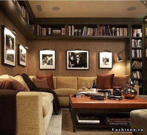 Устанавливайте шкафы до самого потолка или вешайте полки под потолок(в том числе кухонные)