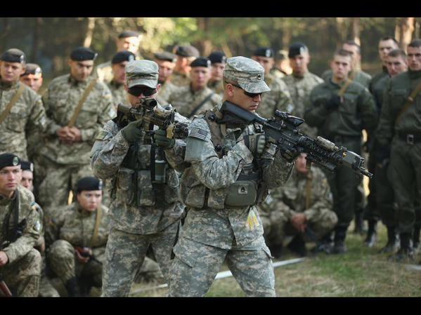Instructeurs américains #USA en #Ukraine, l'#UE également complice de la guerre dans le #Donbass