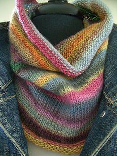 Este capuz merino colorido e conjunto de luva sem dedos é rápido e fácil de tricotar. 1...