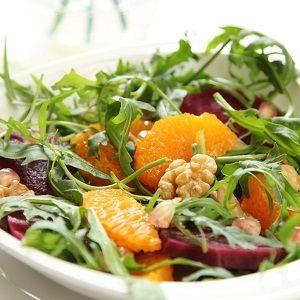 Σαλάτα σπανάκι με  φρούτα & ξηρούς καρπούς