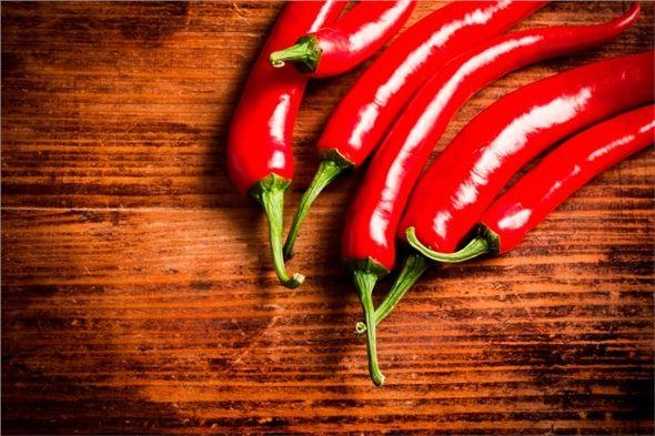 Kırmızı biber (Kapsaisin): Kırmızı biberde bulunan kapsaisin doğal ağrı kesicidir ve dolaşımı düzenlemeye yardım eder.