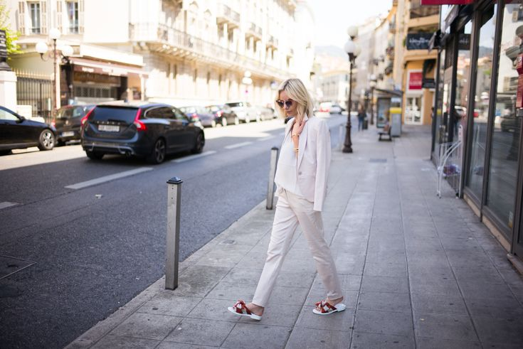 lisarvd.com | Lisa Hahnbueck is wearing a nude Suite by Comma with a nude cami top by Drykorn. Bow Sandals by Miista and Fendi Jungle Sunglasses