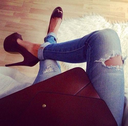 #inspiration #inspiratie #jeans #rippedjeans #heels #clutch #red #black #mode #trend #cute #beautifull #kleding #broek #hakken #shoes #schoenen #spijker #spijkerbroek #denim #outfit #ootd #potd #motd #bordeaux #shop #Shoppen #winkel #winkelen #webshop #worldfashioncentre #amsterdam #exposar