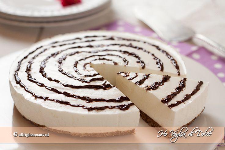 Torta fredda allo yogurt senza forno, facile da preparare, ideale per consumare lo yogurt. Una torta fresca per l'estate, leggera, e si può preparare in anticipo
