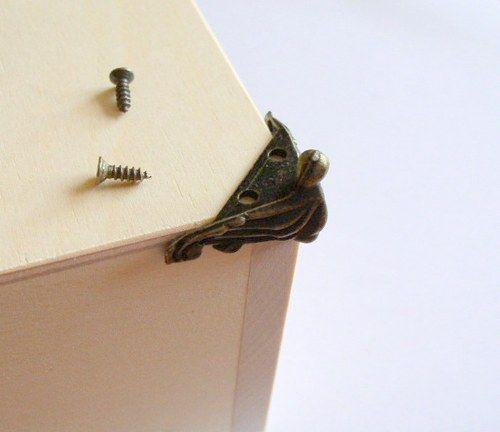 Nožka ke skříňkám - kovový komponent DL781 a 31,- za kus  fler. kupendo