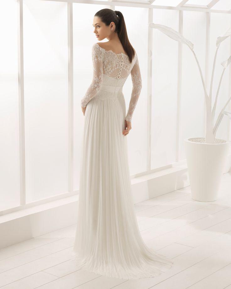 Boho-Brautkleid aus Seidenmusselin und strassbesetzter Spitze mit langen Ärmeln. Kollektion 2018 Rosa Clará Soft.