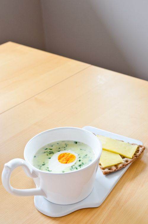 Finnish Spinach Soup (serves 4)  1 litre organic full-cream milk 3 tablespoons plain flour 200g baby spinach/English spinach/frozen spinach (thawed), blanched and finely chopped a good pinch of salt freshly ground black pepper or a tiny pinch of white pepper hard-boiled egg (free-range, organic), to serve