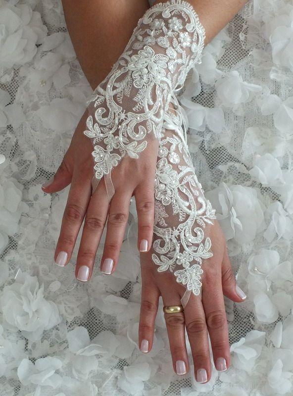 Ivoire de mariage Paire de gants, gants de dentelle ivoire, gants Paire de mitaines, : Mitaines, gants par bridal-adornments
