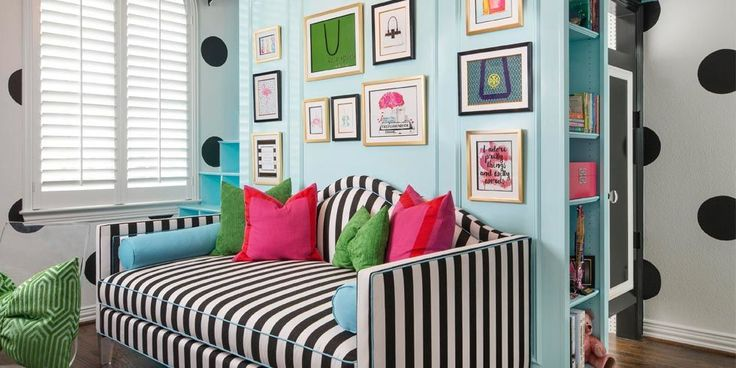 If i had a girl.... A preppy color palette + a truly epic loft bed = our inner teen's dream room.