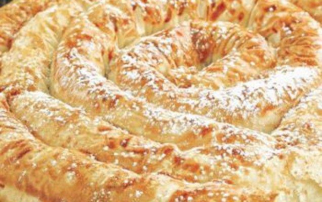 Στριφτή πίτα με σιμιγδαλένια κρέμα και μυζήθρα