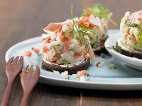 Gurken-Lachs-Rouladen Rezept | EAT SMARTER